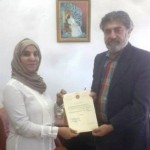 الفنان والنحات عبد الرحمن المحمد مكرماً من الجمعية العمانية