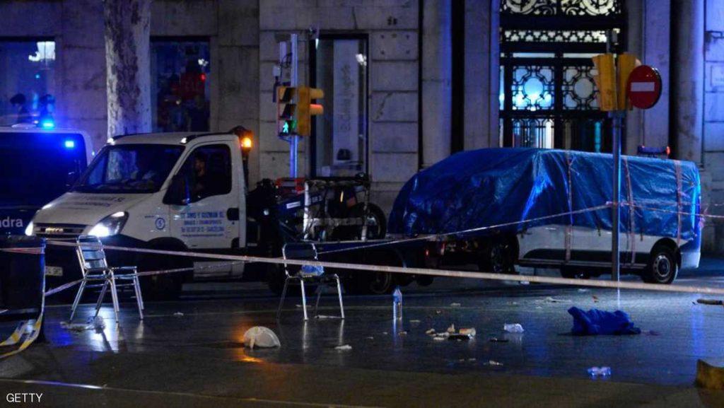 الشرطة تحمل الشاحنة التي نفذت الاعتداء